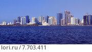 Купить «Панорама небоскребов и набережной лагуны в городе Шарджа, ОАЭ», фото № 7703411, снято 27 октября 2014 г. (c) SevenOne / Фотобанк Лори