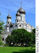 Купить «Церковь Серафима Саровского в Раево, район Медведково, Москва», эксклюзивное фото № 7742431, снято 3 июля 2015 г. (c) lana1501 / Фотобанк Лори