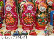 Купить «Матрёшки, русские национальные игрушки, сувенирная продукция», эксклюзивное фото № 7744411, снято 11 июля 2015 г. (c) Svet / Фотобанк Лори