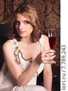 Красивая девушка с бокалом вина. Стоковое фото, фотограф Эльвира Гумирова / Фотобанк Лори