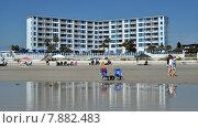 Купить «Синий отель у берега», фото № 7882483, снято 9 июня 2015 г. (c) Наталья Лабуз / Фотобанк Лори