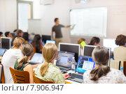 Лекция по информатике в аудитории университета. Стоковое фото, фотограф Matej Kastelic / Фотобанк Лори