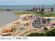 Купить «Ейск. Пляж на Каменке, аквапарк и порт», фото № 7944151, снято 15 июля 2015 г. (c) A Челмодеев / Фотобанк Лори