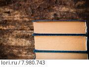Три старых книги в стопке на деревянном фоне. Стоковое фото, фотограф Alexander Alexeev / Фотобанк Лори