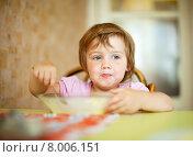 Купить «child eats in home», фото № 8006151, снято 17 июля 2012 г. (c) Яков Филимонов / Фотобанк Лори