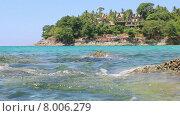 Купить «Волны разбиваются о скалы», видеоролик № 8006279, снято 5 июня 2015 г. (c) Александр Романов / Фотобанк Лори
