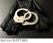 Купить «gloves manacle handcuffs handfessel police», фото № 8077863, снято 23 апреля 2019 г. (c) PantherMedia / Фотобанк Лори