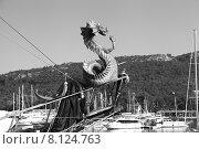 Купить «Форштевень прогулочной яхты, украшенный драконом. Вид порта Кемер. Турция», эксклюзивное фото № 8124763, снято 23 июня 2015 г. (c) Валерий Акулич / Фотобанк Лори