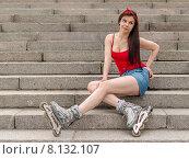 Купить «Молодая девушка в роликах сидит на лестнице на Свердловской набережной. Санкт-Петербург», фото № 8132107, снято 20 июня 2015 г. (c) Ивашков Александр / Фотобанк Лори