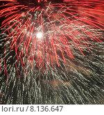 Купить «Фейерверк в ночном небе», фото № 8136647, снято 22 июля 2015 г. (c) Эдуард Цветков / Фотобанк Лори