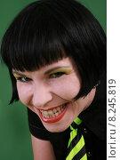 Купить «woman portrait smiling smile green», фото № 8245819, снято 16 июля 2018 г. (c) PantherMedia / Фотобанк Лори