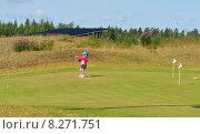 Купить «Юная спортсменка играет в гольф», фото № 8271751, снято 18 июля 2015 г. (c) Валерия Попова / Фотобанк Лори