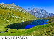 Большое горное озеро Кяфар, Карачаево-Черкесия. Стоковое фото, фотограф Роман Лысогор / Фотобанк Лори