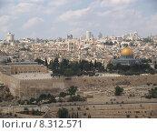 Купить «Вид на Храмовую гору, древнюю крепостную стену и мечеть Куббат ас-Сахра (Купол Скалы). Иерусалим,  Израиль», фото № 8312571, снято 9 октября 2012 г. (c) Ирина Борсученко / Фотобанк Лори
