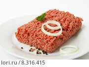 Купить «raw mixed pork mincemeat mince», фото № 8316415, снято 17 августа 2018 г. (c) PantherMedia / Фотобанк Лори