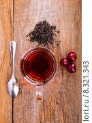 Чашка чая, ложка и сладкая вишня на деревянном фоне. Стоковое фото, фотограф Владимир Ходатаев / Фотобанк Лори