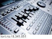 Купить «drum machine with build-in mixer», фото № 8341051, снято 16 июля 2018 г. (c) PantherMedia / Фотобанк Лори
