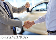 Купить «close up of handshake in auto show or salon», фото № 8379027, снято 22 января 2015 г. (c) Syda Productions / Фотобанк Лори