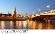 Купить «Вечерняя Москва, вид на набережную, мост и Кремль», фото № 8446387, снято 26 июля 2015 г. (c) Владимир Журавлев / Фотобанк Лори