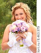 Купить «Невеста с букетом цветов», фото № 8463979, снято 26 июля 2014 г. (c) Виктор Топорков / Фотобанк Лори