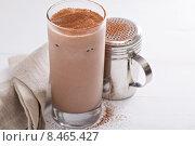 Купить «Холодный шоколадно-молочный коктейль», фото № 8465427, снято 12 июня 2015 г. (c) Елена Веселова / Фотобанк Лори