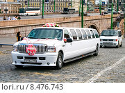 Купить «Ford Excursion», фото № 8476743, снято 9 июля 2011 г. (c) Art Konovalov / Фотобанк Лори