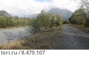 Река Теберда и дорога в горах Северного Кавказа. Стоковое видео, видеограф Алексей Бок / Фотобанк Лори