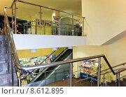 Купить «Интерьер торгового центра», эксклюзивное фото № 8612895, снято 18 апреля 2013 г. (c) Алёшина Оксана / Фотобанк Лори