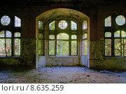 Купить «architecture window historical ruin expiration», фото № 8635259, снято 20 февраля 2019 г. (c) PantherMedia / Фотобанк Лори