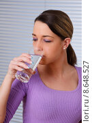 Купить «woman healthy water glass drink», фото № 8648527, снято 18 июня 2018 г. (c) PantherMedia / Фотобанк Лори