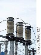 Купить «Фарфоровые изоляторы на электрической подстанции», эксклюзивное фото № 8693127, снято 6 августа 2015 г. (c) Александр Щепин / Фотобанк Лори