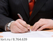 Купить «businessman signing the agreement», фото № 8764639, снято 10 мая 2019 г. (c) PantherMedia / Фотобанк Лори