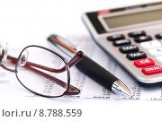 Купить «Tax calculator pen and glasses», фото № 8788559, снято 22 мая 2018 г. (c) PantherMedia / Фотобанк Лори
