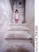 Купить «girl child alone girls stand», фото № 8794043, снято 21 февраля 2020 г. (c) PantherMedia / Фотобанк Лори