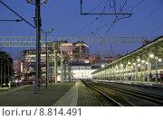 Купить «Белорусский вокзал ночью, Москва», фото № 8814491, снято 8 августа 2015 г. (c) Владимир Журавлев / Фотобанк Лори