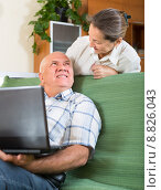 man and woman using laptop at home. Стоковое фото, фотограф Яков Филимонов / Фотобанк Лори