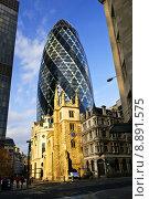 Купить «Gherkin building and church of St. Andrew Undershaft in London», фото № 8891575, снято 27 апреля 2018 г. (c) PantherMedia / Фотобанк Лори