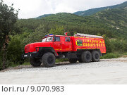 Купить «Геленджик. Пожарная машина Сафари парка на дежурстве», фото № 9070983, снято 15 июля 2015 г. (c) Николай Мухорин / Фотобанк Лори