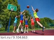 Купить «Дети играют в баскетбол», фото № 9104663, снято 3 июня 2015 г. (c) Сергей Новиков / Фотобанк Лори