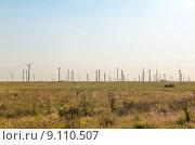 Купить «Ветряная электростанция в Крыму», фото № 9110507, снято 7 июля 2015 г. (c) Ивашков Александр / Фотобанк Лори