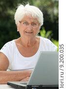 Elderly woman using internet. Стоковое фото, фотограф Fabrice Michaudeau / PantherMedia / Фотобанк Лори