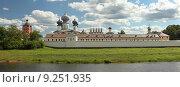 Купить «Панорамный вид на Тихвинский Успенский мужской монастырь со стороны реки Тихвинки», эксклюзивное фото № 9251935, снято 25 июля 2015 г. (c) Самохвалов Артем / Фотобанк Лори