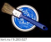 Купить «Blue Paint can ans brush», фото № 9283027, снято 19 февраля 2018 г. (c) PantherMedia / Фотобанк Лори