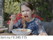 Купить «child plate dough spaghetti noodles», фото № 9340115, снято 22 сентября 2018 г. (c) PantherMedia / Фотобанк Лори