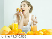Купить «portrait of young woman with citrus fruit and orange juice», фото № 9340835, снято 26 марта 2019 г. (c) PantherMedia / Фотобанк Лори