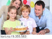 Купить «Family celebrating child's birthday», фото № 9355583, снято 16 октября 2019 г. (c) PantherMedia / Фотобанк Лори