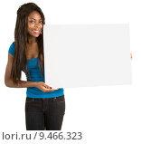 Купить «African American Woman Holding a Blank White Sign», фото № 9466323, снято 14 декабря 2018 г. (c) PantherMedia / Фотобанк Лори