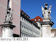 Купить «sculpture germany war guard symbols», фото № 9493351, снято 19 марта 2019 г. (c) PantherMedia / Фотобанк Лори