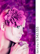 Купить «woman on violet», фото № 9543555, снято 24 июня 2018 г. (c) PantherMedia / Фотобанк Лори