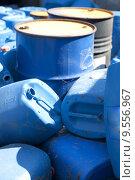 Купить «Old colored oil barrels and blue canisters», фото № 9556967, снято 21 июля 2019 г. (c) PantherMedia / Фотобанк Лори